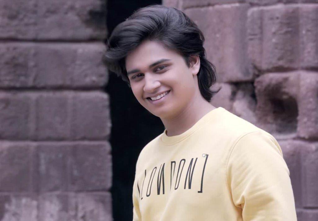 Abhinay Berde - Lakshya Son in movie Ti Sadhya Kay Karte