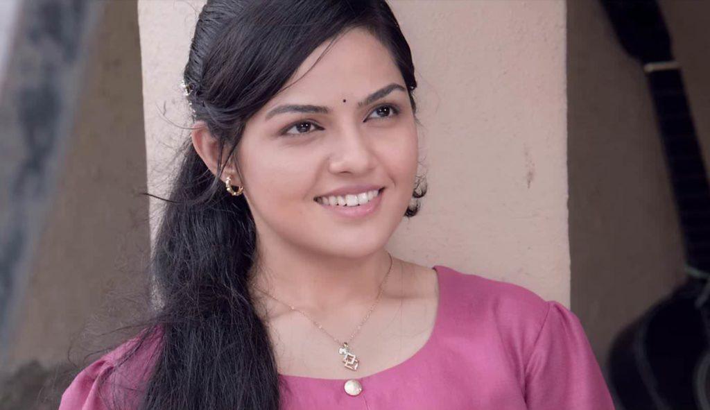 Arya Ambekar in movie Ti Sadhya Kay Karte
