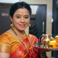 Anita Date - Radhika Mazya Navryachi Bayko Gudhi Padwa