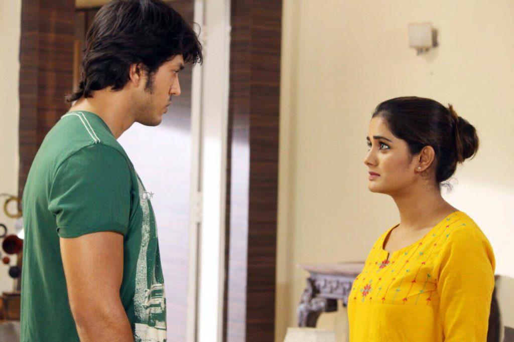 Lalit Prabhakar as Swapnil & Bhagyashree Mote as Amruta (1)
