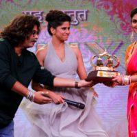 Rinku Rajguru receiving Best Actress award