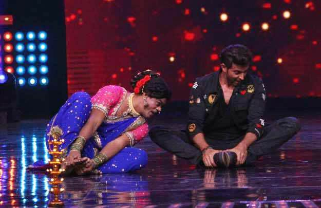 Hrithik Roshan Does the 'Pinga Dance' with Siddharth Jadhav!