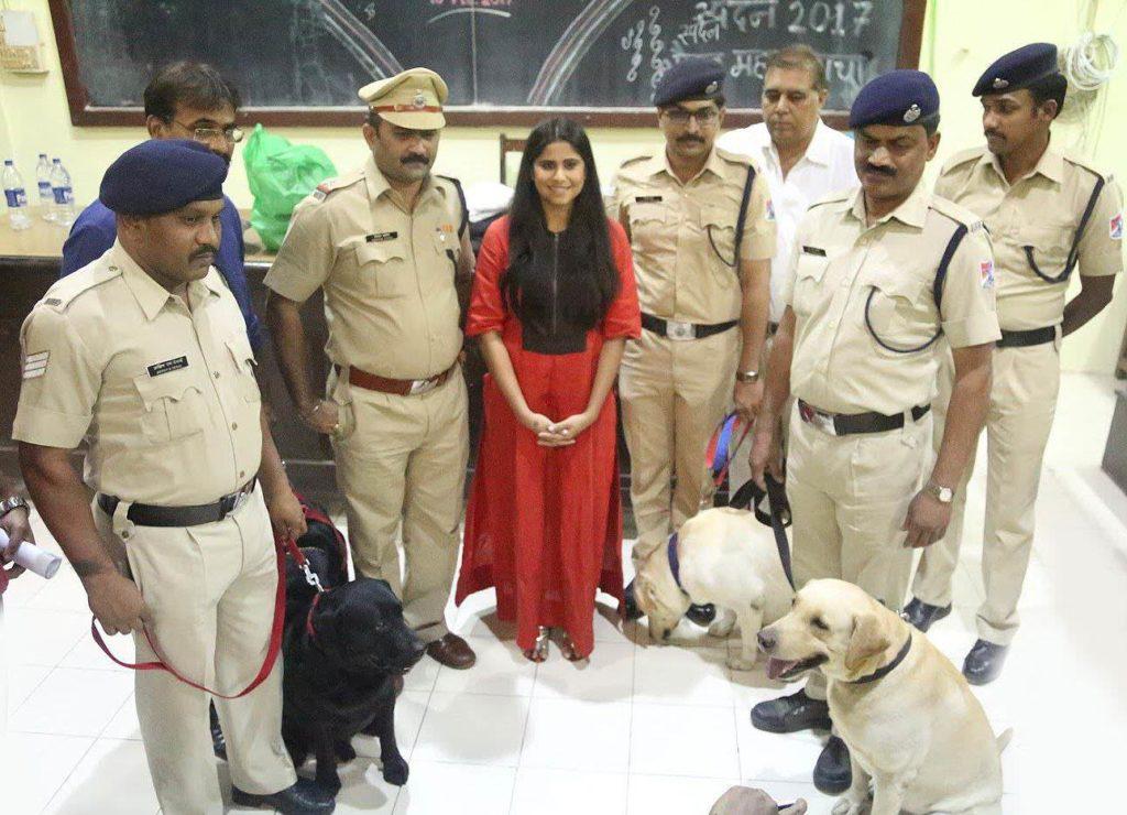 Sai Tamhankar with Police dogs