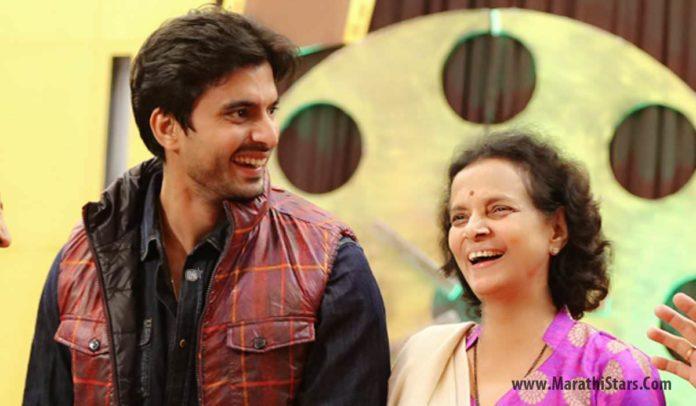 Gashmeer Mahajani with Mother