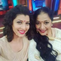 Tejaswini Pandit With her Mother