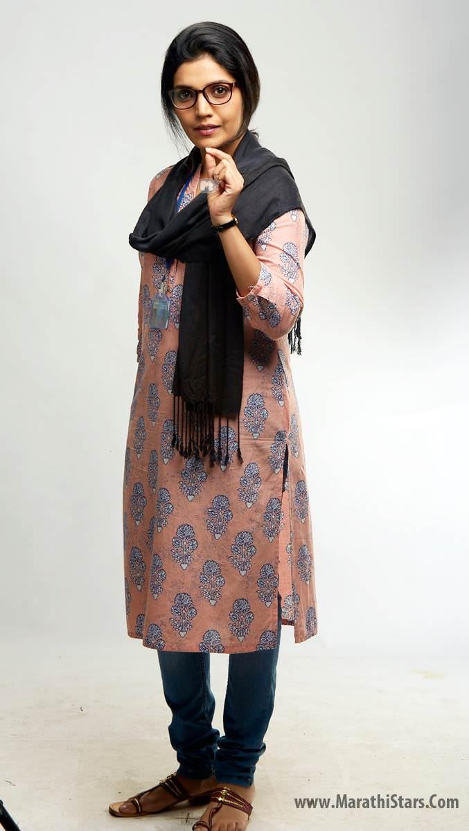 Mukta Barve Marathi Actress Biography Photos Filmography Wiki Wallpapers