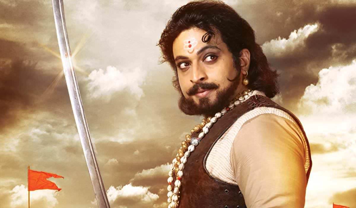 swarajya rakshak sambhaji, amol kolhe, zee marathi, sambhaji maharaj, sambhaji maharaj serial, स्वराज्यरक्षक संभाजी, अमोल कोल्हेंना दिडशे तलवारींची भेट