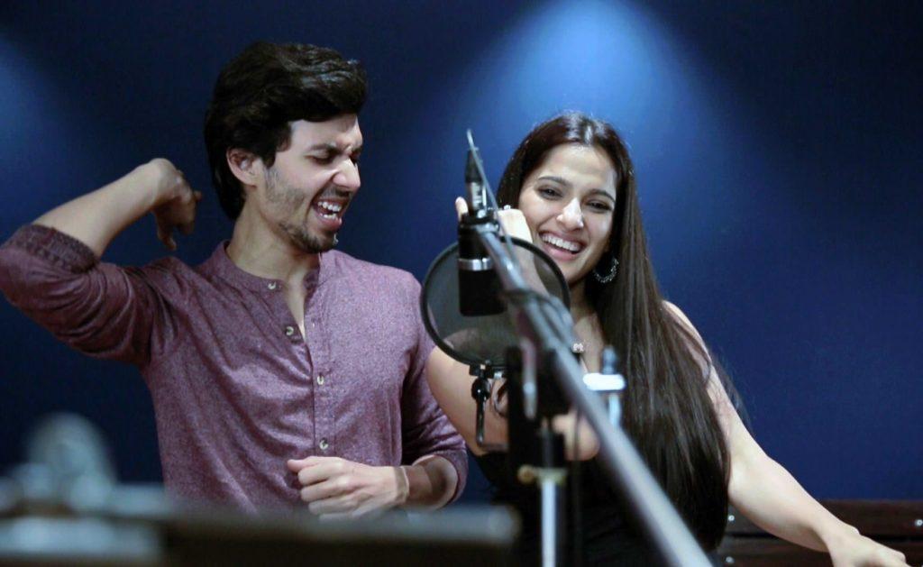 Tu Mi Ani Gachhi Song Priya Bapat & Abhay Mahajan