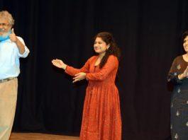(L-R) Director Manoj Shah, writer Gita Manek and actress Manasi Joshi
