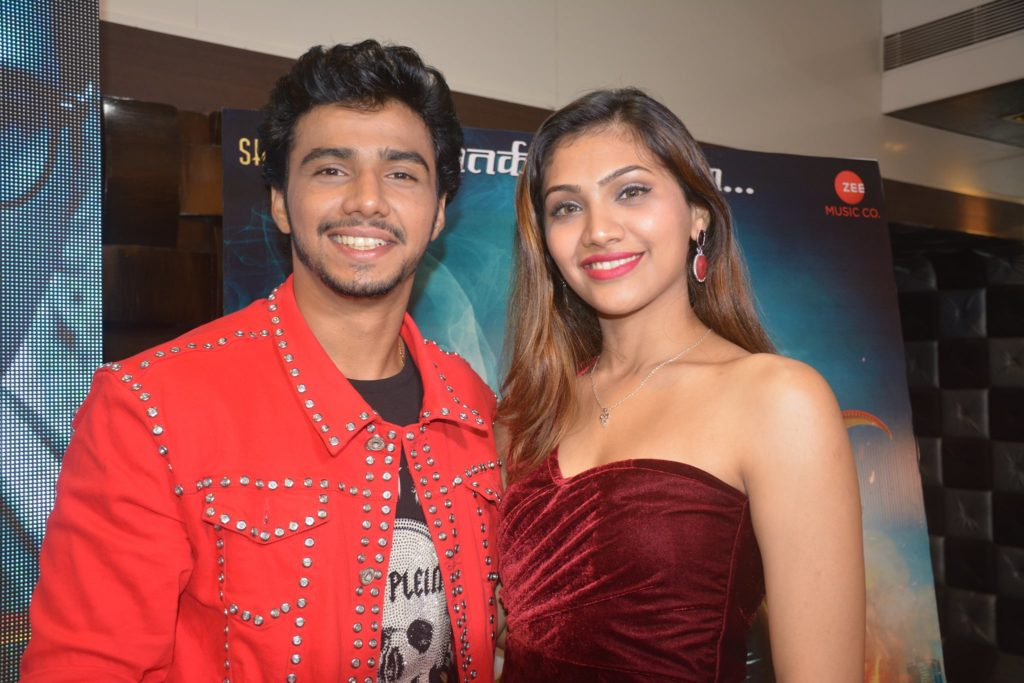 Chaitanya Mestry Jui Bendkhale Bakaal Lead Star Cast